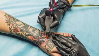 5 zasad bezpiecznego tatuażu