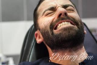 Ból podczas sesji w salonie tatuażu