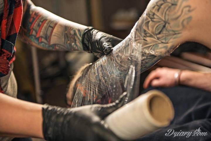 Jak się goi tatuaż? Zapoznanie się z etapami gojenia znacząco...