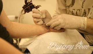 Jak pielęgnować świeży tatuaż?