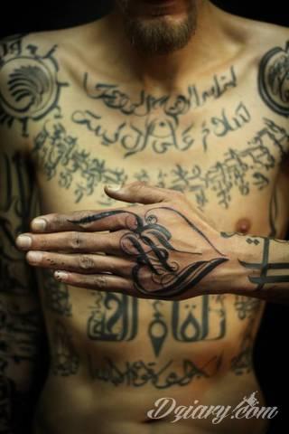 Niesamowite kaligraficzne tatuaże