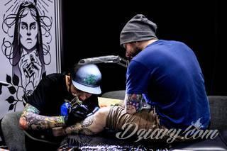 Czy umiemy spojrzeć obojętnie na osobę posiadającą tatuaż?