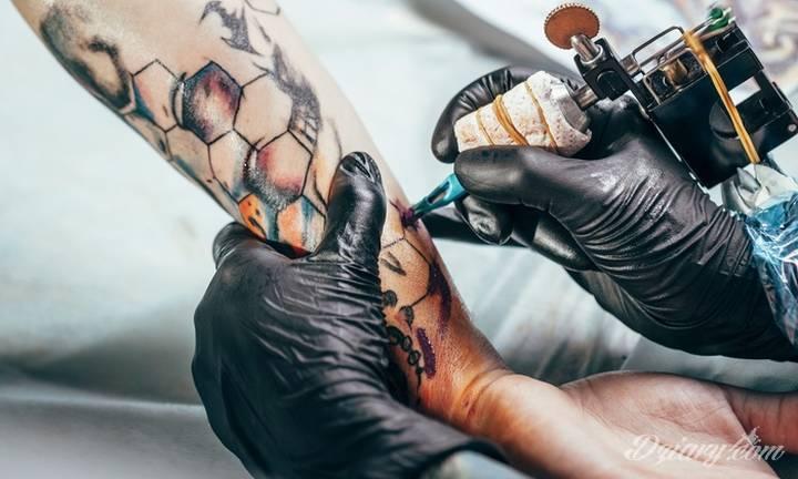 Tatuaże na dobre zadomowiły się we współczesnym świecie i moda...