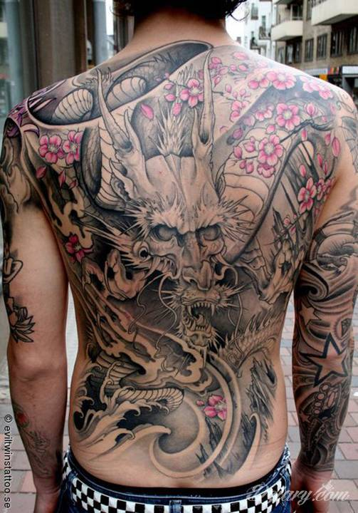 Pierwszy tatuaż - czy warto zacząć od pleców?