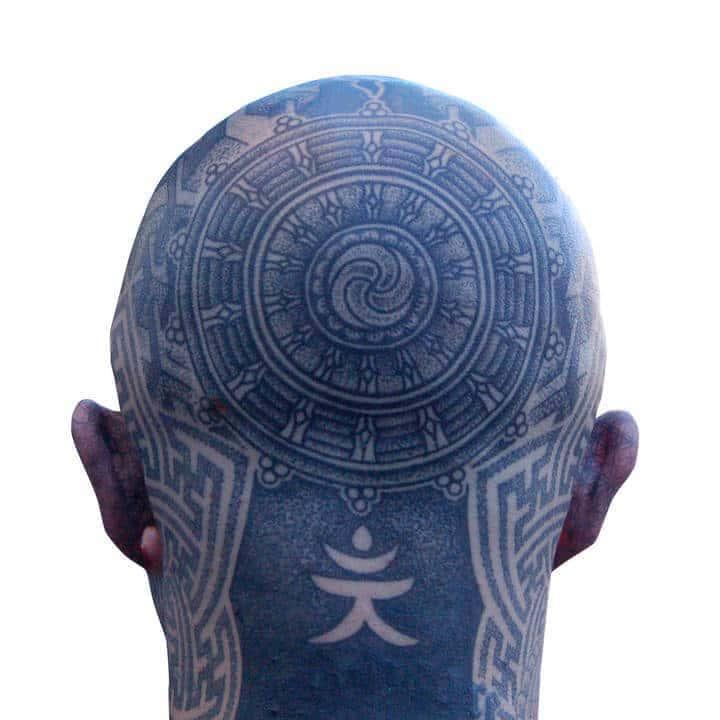 W przeszłości, tatuaże były wiązane ze zdziczeniem, pogaństwem i bałwochwalstwem....
