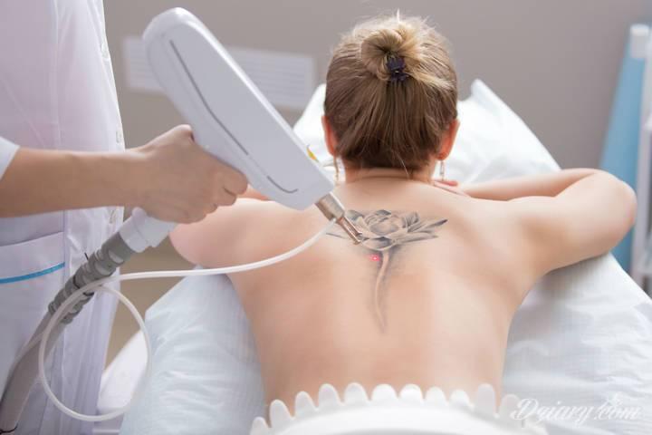 Stale przybywa osób, które decydują się na ozdobienie skóry tatuażami....