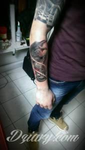 To zależy co ten tatuaż...