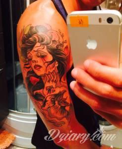 Tatuaż jest dosyć złożony. Na...