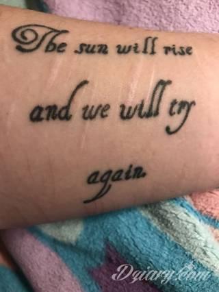 Tatuaże w formie blizny to nie tylko bezpośrednie ich odwzorowanie. Wyobraźnia idzie dalej - tworzy z blizny tatuaże niczym rozsuwane zamki do ludzkiego wnętrza. Propozycja dla tych, którzy szukają we wzorach niebanalności.