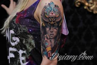 Tatuaże egipskie nawiązują do faraonów, piramid, wizerunku Sfinksa i starożytnych masek oraz symboli. Przekazują ukrytą we wzorze wiadomość tylko dla wtajemniczonych tworząc prawdziwy egipski sekret na skórze.