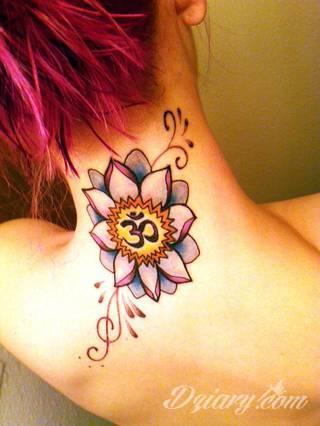 Cisza, spokój, harmonia - to przekaz płynący bezpośrednio z tatuaży eksponujących kwiat lotosu. Szczególnie intrygujące są ich duże warianty zajmujące np. większość kobiecych pleców.