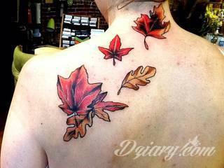 Grafika, która ozdobi ciało nie tylko miłośników ekologii. Tatuaż z liści to nie tylko małe zdobienia, ale również rozbudowane konstrukcje o nietypowej grze kolorów. Świetne rozwiązanie dla osób poszukujących tatuaży lekkich w formie.