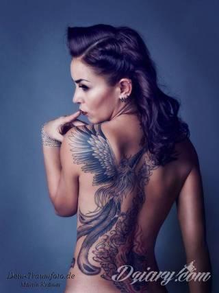Unikatowe tatuaże będące odzwierciedleniem pasji, symboliki, zamiłowania. Na co dzień skryte, odkrywane po zsunięciu odzienia. Tatuaże na plecach to przede wszystkim intymność i dostępność tylko dla bliskich.