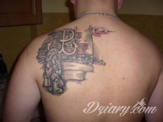 Modne tatuaże patriotyczne nawiązujące do chlubnej historii, wydarzeń z przeszłości czy podkreślające siłę i potencjał Polski. Nowoczesna forma podkreślenia swojego niesłabnącego patriotyzmu - coraz lepiej dostosowana formatami do obu płci.