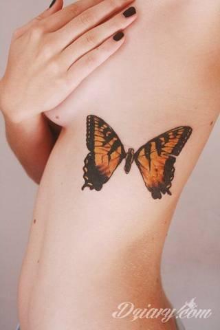 Kobiece, emanujące seksapilem tatuaże przyciągające uwagę to zarówno symboliczne niewielkie grafiki jak i rozbudowane obrazy ulokowane pod piersiami, na udach czy w miejscach intymnych. Seksowne tatuaże nie muszą się jednak ograniczać wyłącznie do tych lokalizacji.