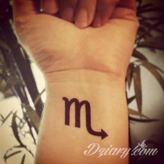 Niesłabnąca popularność tatuaży ze znakami zodiaku to efekt dążenia do podkreślenia swojej osobowości. Rak, wodnik, koziorożec czy inny z 12 znaków - każdy znak zodiaku graficznie daje nieograniczone możliwości ciekawego rysunku na ciele.