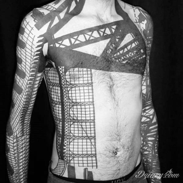 Tatuaże na całym ciele; format full body pozwala na pełną swobodę kreacji rysunku na ciele. Różnorodność grafik i mnogość kolorów czynią z ciała paletę malarską, która pełna jest wzorów i grafiki.