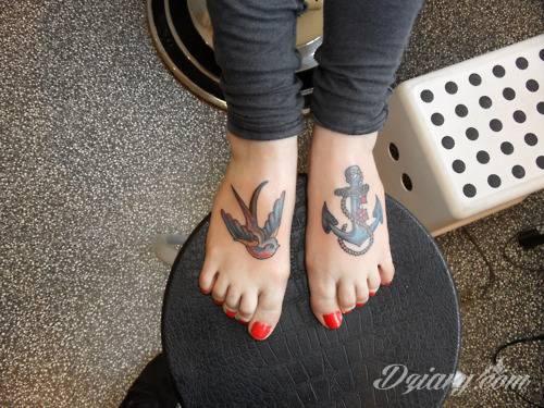 Tatuaże uosabiające wytrwałość, stałość, iście męską twardość i nieustępliwość w działaniu. Kotwica interesująco zdobi przedramiona, ale może być ciekawą grafiką np. na silnej, umięśnionej łydce.
