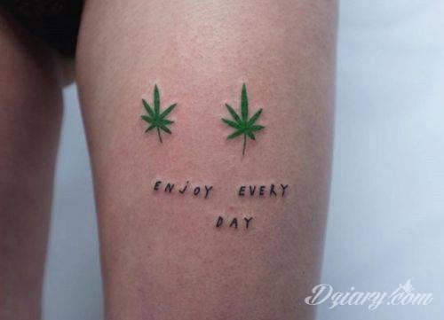 Tatuaż na biodrze
