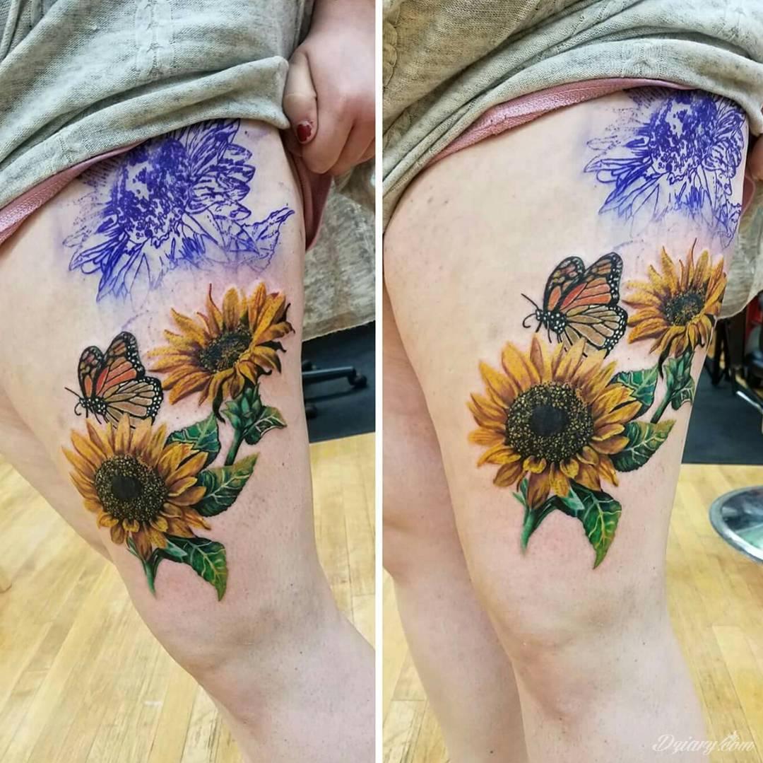 Imponujące żółtą kolorystyką tatuaże o wzorze słonecznika świetnie nadają się dla osób pragnących podkreślić swój związek z naturą. Charakterystyczne barwy słoneczników doskonale akcentują zarówno blade jak i naturalnie opalone ciało - zaprojektowane są głównie z myślą o kobietach.