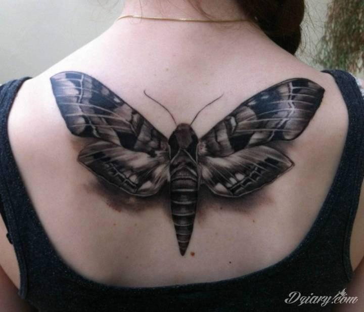 Tatuaż Czarnobiała ćma wytatuowana...