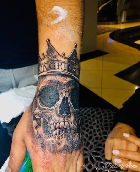 Tatuaż Cześć to i...