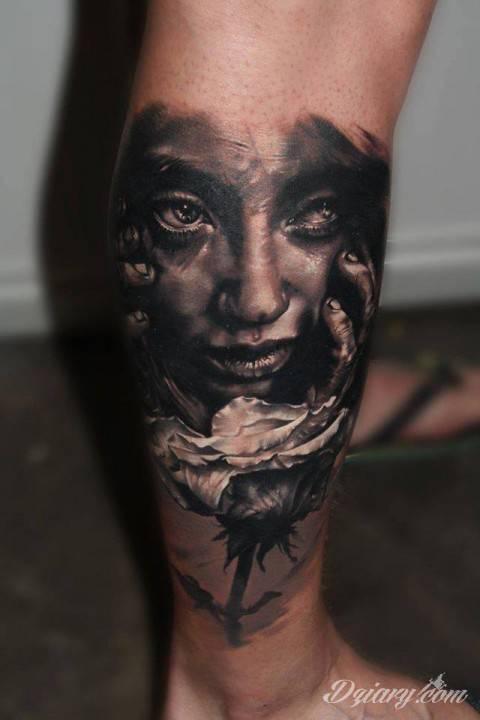 Tatuaż Dziara na ręku.