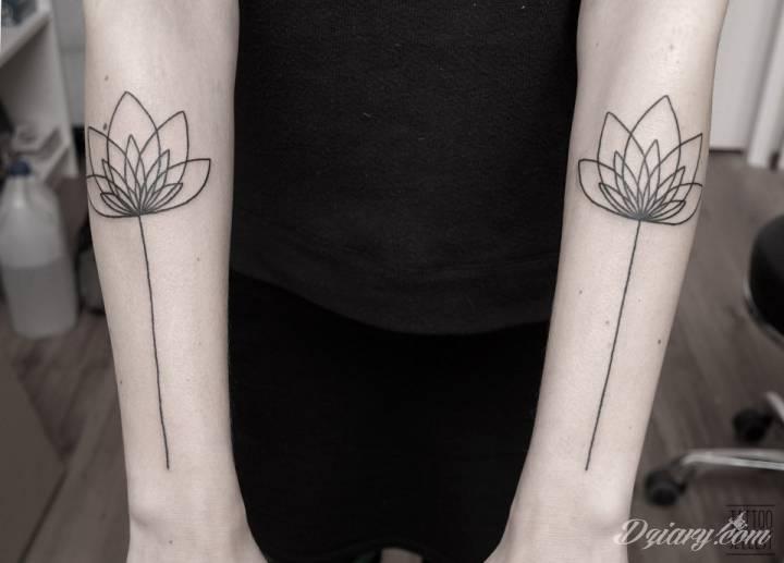 Geometryczne kwiaty lotosu / Tattoo Szelest