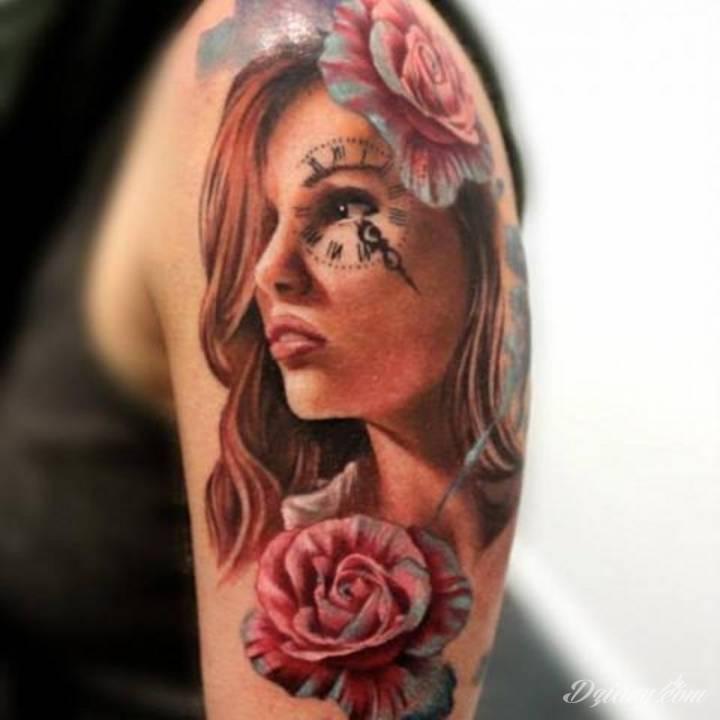 Tatuaż Kobieta z kwiatem...
