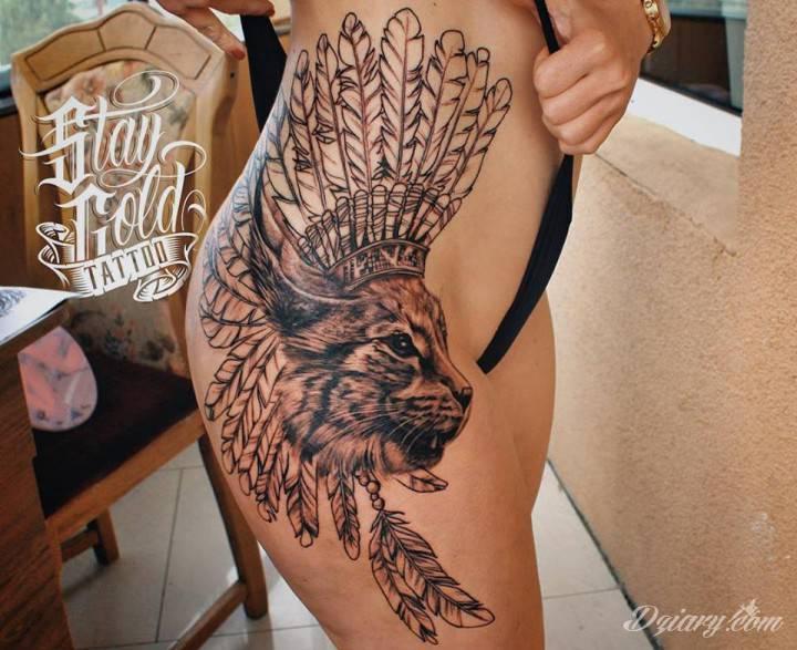 Tatuaż Kot w pióropuszu....