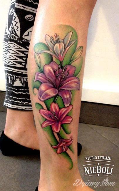 lilie w kolorze, pierwszy tatuaż