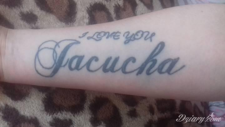 Macie jakiś pomysł na zakrycie tegoi tatuazu? Pomóżcie bardzo proszę ☺