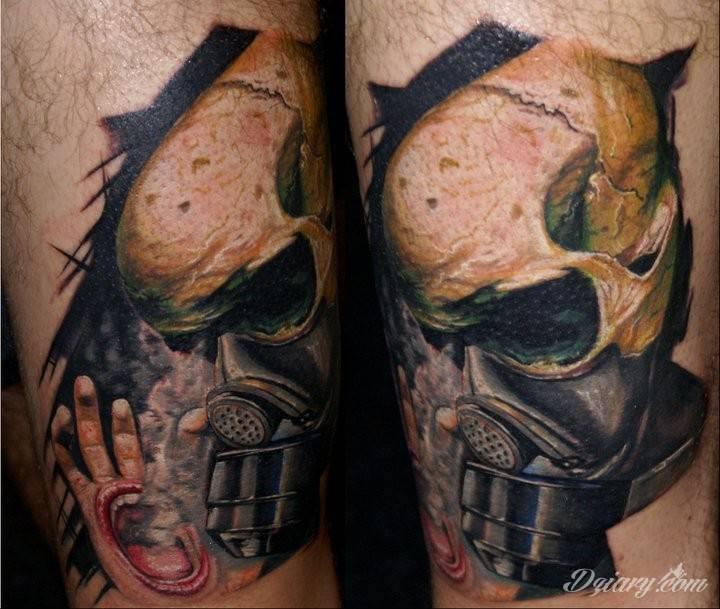 Makabryczny Tatuaż Czaszki W Masce Gazowej I Ręki Z K