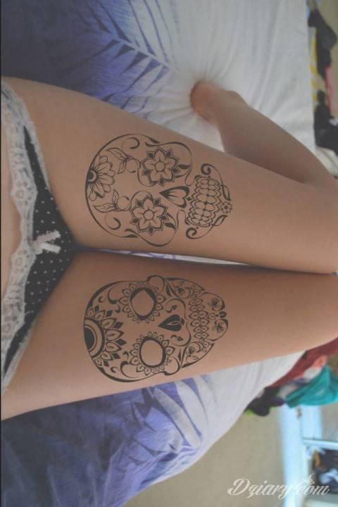 Motyw meksykańskich czaszek (calavera) na udach.  Jak Wam się podoba?