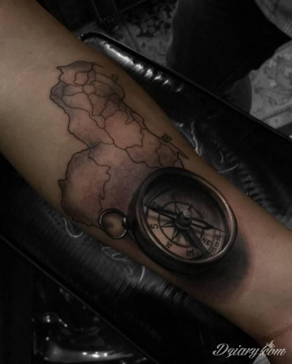 Tatuaż Nie żyj w...