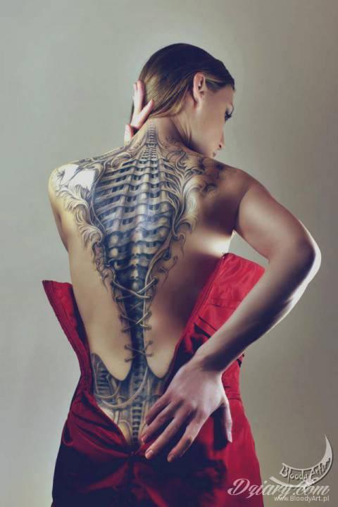 Niesamowite plecy u kobiety