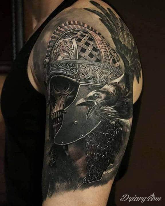 Niesamowity tatuaż na ramieniu autorstwa Tolika Gaidamovica