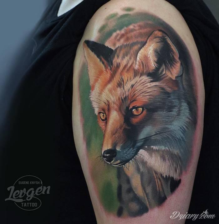 Patrz na ludzi niczym chytry lis - nie będą się bać, że ich oszukasz, a że pomożesz im oszukać innych. Ironicznie tym jest często zaufanie.