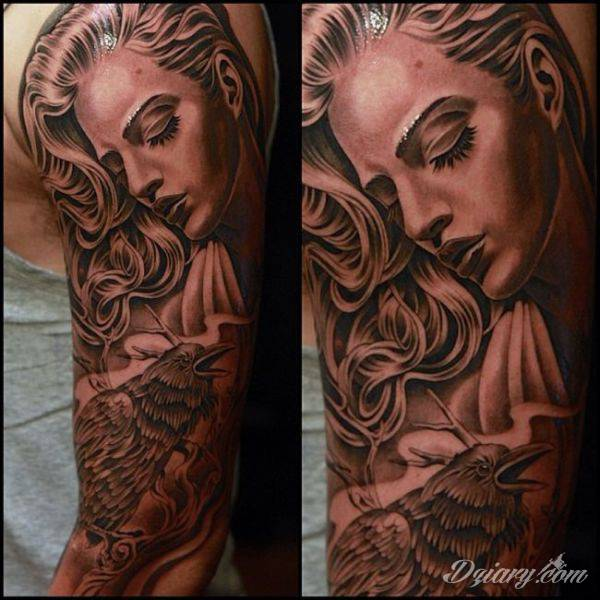 Piekny tatuaż na ręce- kobieta i ptak