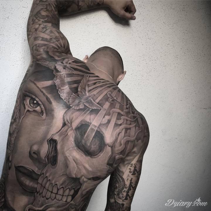 tatuaż motyw na plecach