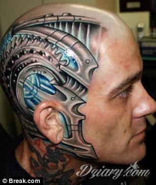 Tatuaż Na Głowie I Części Twarzy Koło Ucha Maszy