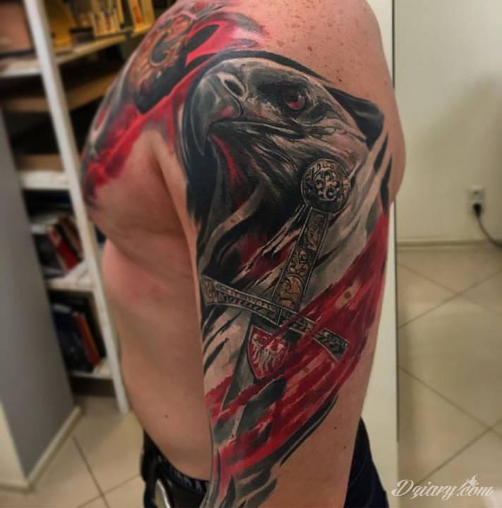 Tatuaż Patriotyczny W Wykonaniu Kosy Ze Speak In Color