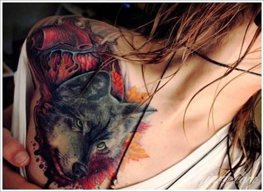 Tatuaż Wilka Na Kobiecym Barku