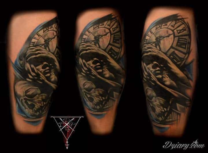 Tatuaż wykonany przez artystę z naszego studia - zapraszamy :) Studio tatuażu D13 znajduje się w samym sercu Toruńskiej starówki z pięknym widokiem na rynek staromiejski.To kolejne studio jakie prowadzimy pierwsze znajduje sie w Luksemburgu teraz czas na Polske ** Oferujemy ** - Zakrywanie, przerabianie, poprawianie starych tatuaży - Realizowanie najśmielszych pomysłów na tatuaże ** Gwarantujemy ** - Sterylne warunki - Atrakcyjne ceny - Fachową pomoc - Mnóstwo wzorów i czcionek do wyboru - Profesjonalne podejście do każdego klienta - Miłą atmosferę