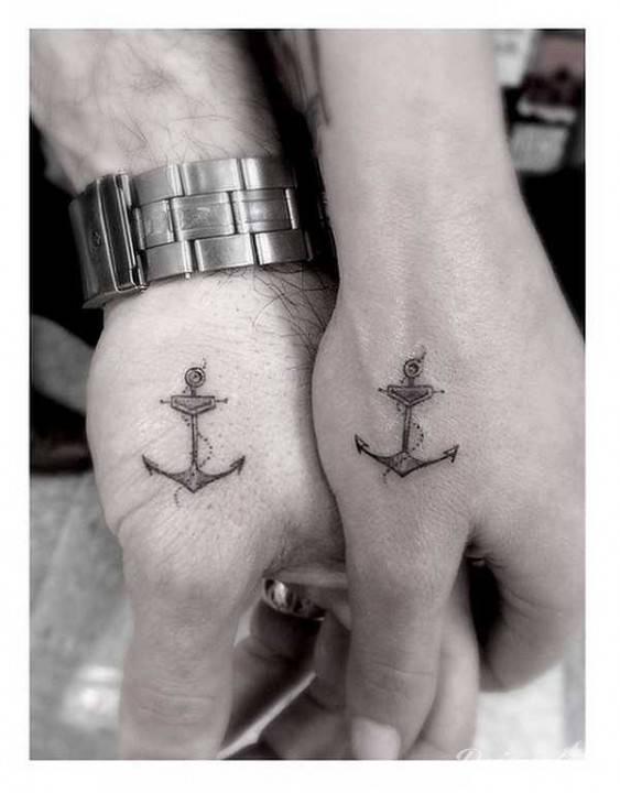 Tatuaż zrobiony przez Dr Woo, kotwice