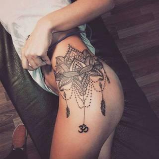 ale tatuażowy motyw na udzie