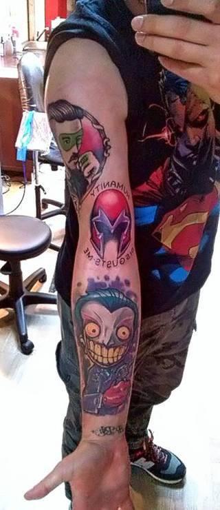 Magneto (biceps) tatuaż wykonany przez Martę Lisowską ze studia Demolka w Bydgoszczy