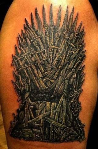 """Najgorsze tatuaże z """"Gry o Tron"""" Więcej na forum: http://dziary.com/forum/popitolmy-sobie/najgorsze-tatuaze-z-gry-o-tron 6"""