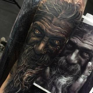 Niesamowity tatuaż wykonany przez Freddiego Tomasa