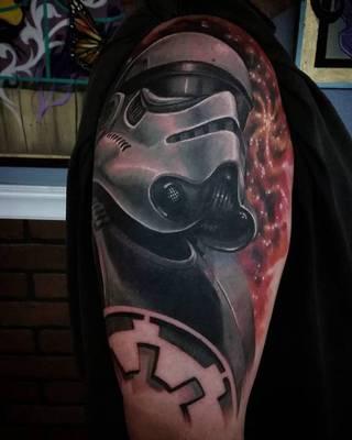 Storm Trooper na ramieniu.